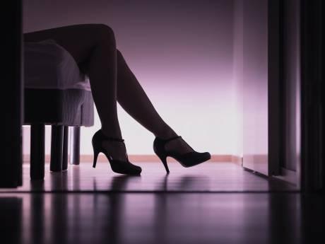 Drie Apeldoorners zouden verliefde vrouw misbruiken als prostituee