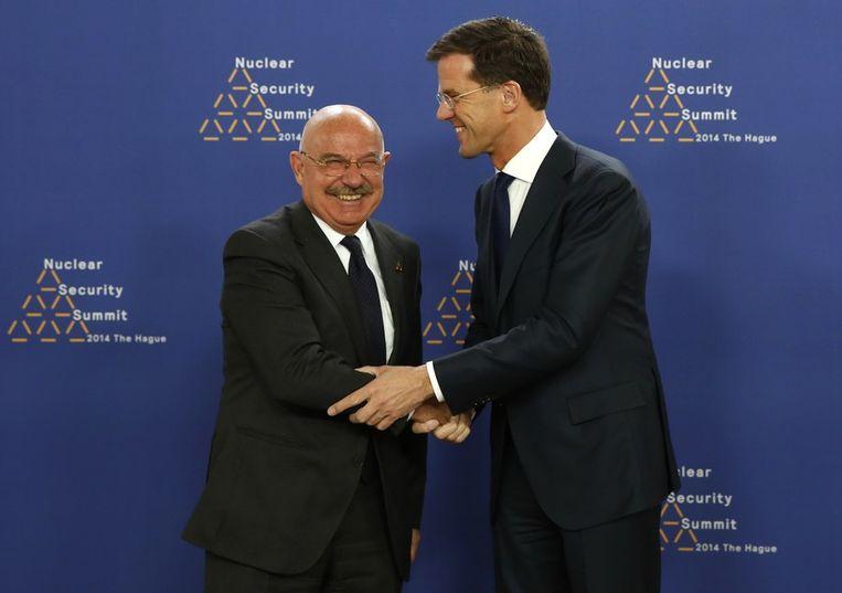 Rutte met de Hongaarse minister Janos Martonyi Beeld afp