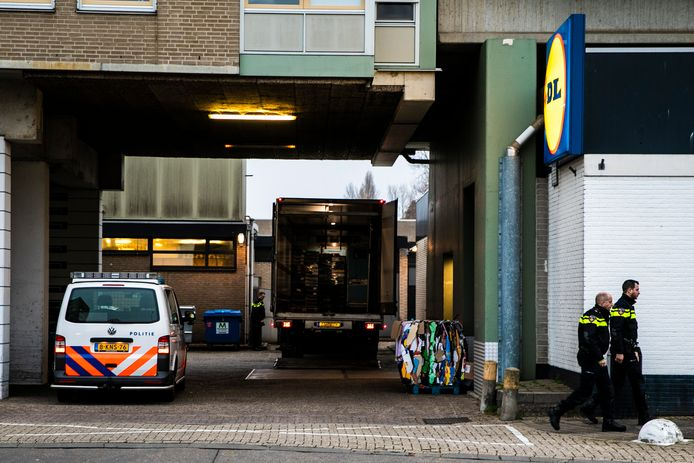 Politie bij de Lidl in Nijmegen na de overval in november vorig jaar.