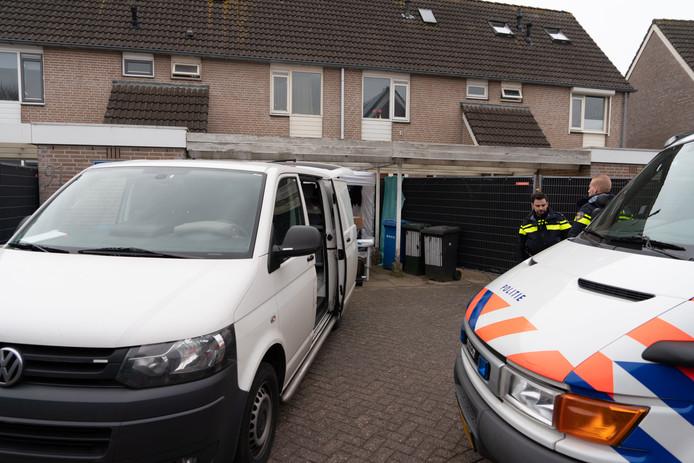 Het huis van Mark de G. wordt in februari 2018 onderzocht door de politie. In de kruipruimte wordt het lichaam van Deniz Guldogdu gevonden.