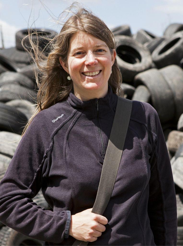 Isra Deblauwe: 'We reizen de hele wereld rond en brengen allerlei ziekten mee naar huis.' Beeld