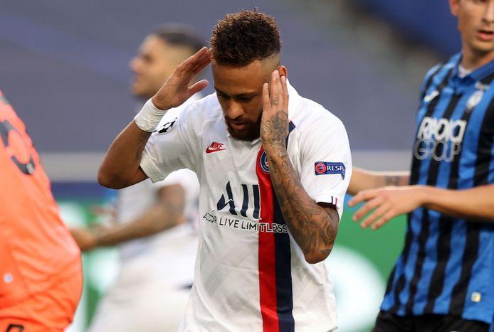 Neymar na weer een misser in de eerste helft.