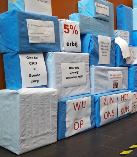 Actiecomité Beatrixziekenhuis ondersteunt stakingsdag met handtekeningen en leuzen