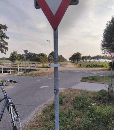 Verkeersborden gesneuveld in Langeveen