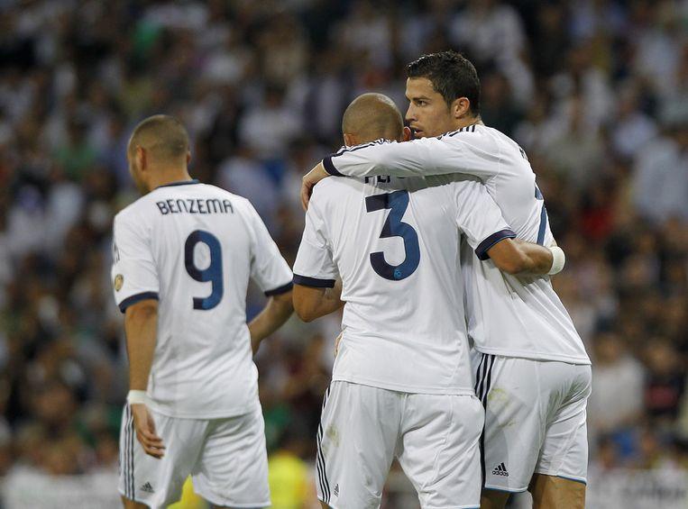 Ronaldo (rechts) gisteren na een van zijn goals in het gezelschap van ploeggenoot Pepe. Beeld ap