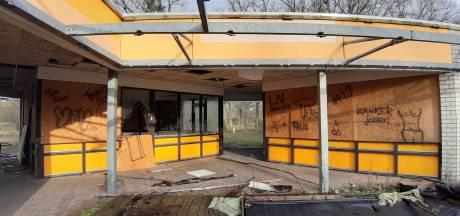 Campings bij Bergen op Zoom totaal verloederd, toch worden er miljoenen voor geboden