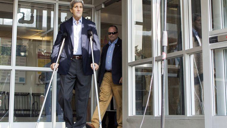 John Kerry komt het ziekenhuis in Boston uit Beeld getty