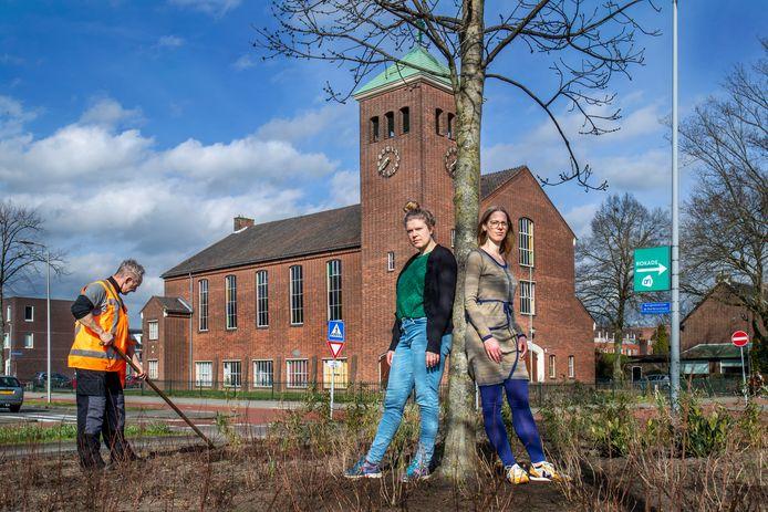 Annemarthe Westerbeek van de Kerk op Zuilen (links) en Kirsten Alblas van Blossom030 met op de achtergrond de Bethelkerk.