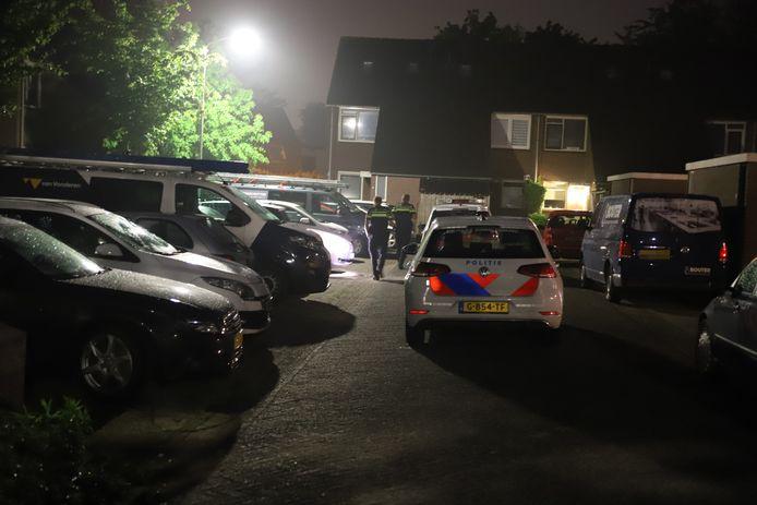 De politie rukte massaal uit voor de poging tot brandstichting aan de Kogge in Tiel.
