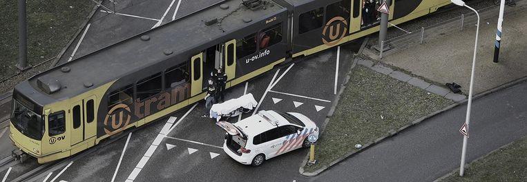 De tram waar een Turkse man vier mensen in koelen bloede neerschoot in Utrecht. Beeld Belga