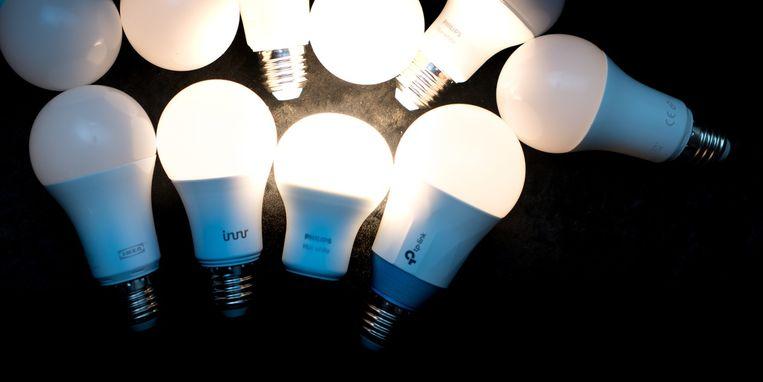 Met de recentste lichting led-lampen kun je je woning 'slim' verlichten. Beeld Tweakers