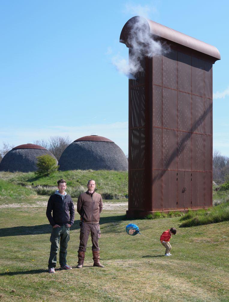 gijs en Ruud van de Wint, zonen van kunstenaar Ruud van de Wint, in De Nollen. Beeld Erik Smits