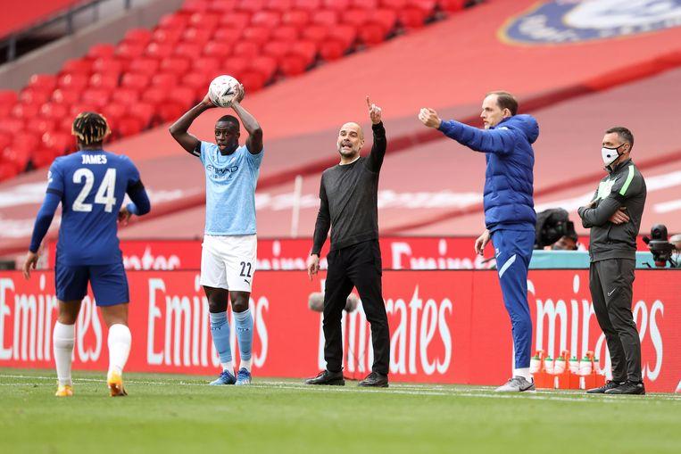 In april zag Guardiola (midden) in Wembley zijn ploeg nog verliezen van Chelsea. Beeld Offside via Getty Images