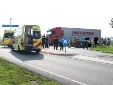 Twee auto's klappen frontaal op elkaar bij Emmeloord: zes gewonden, waarvan drie kinderen