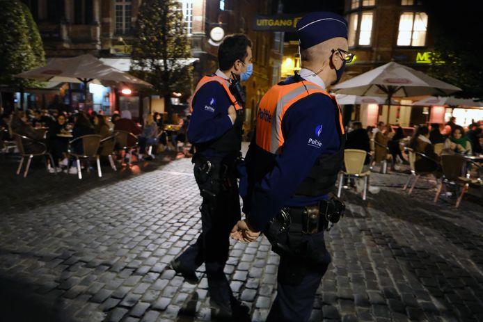 Zal de politie de handen vol hebben na sluitingstijd van de terrassen? Heel wat cafébazen menen van wel.
