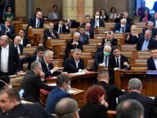 Corona in Hongarije: 16 doden, democratie opgeschort