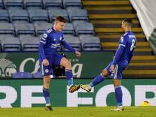 Leicester komt op punt van koploper United, Mount helpt Chelsea aan  zege op Fulham