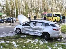 Twee auto's total loss na botsing op Ubbergseweg