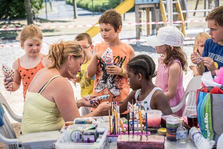Bij de start van de vakantie genieten de kinderen van het kinderfestival.