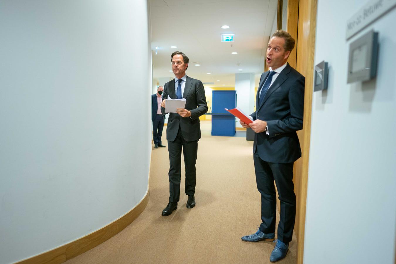 Premier Mark Rutte en minister Hugo de Jonge (Volksgezondheid) voorafgaand aan de persconferentie waarop de gedeeltelijke lockdown werd aangekondigd.