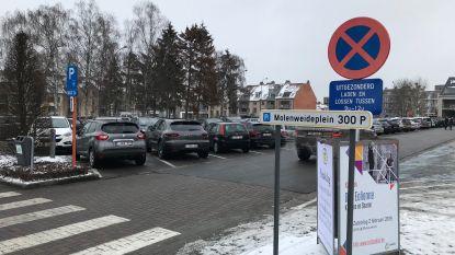 Verkeersonveilige situaties op Molenweideplein