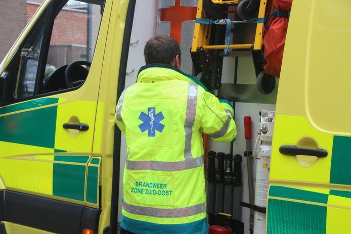 Illustratiebeeld: Een ziekenwagen van de Hulpverleningszone Zuid-Oost.