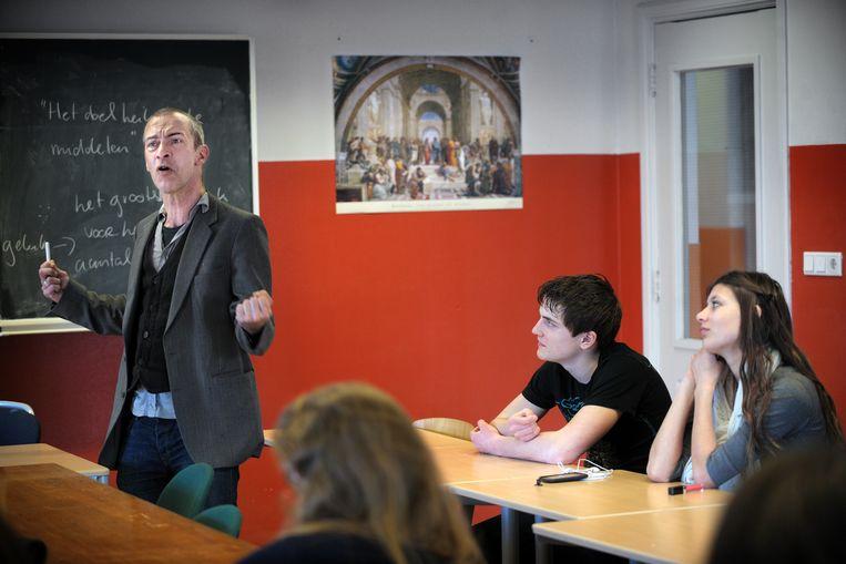 Filosofieles in een vwo-4-klas in 2010.  Beeld Joost van den Broek