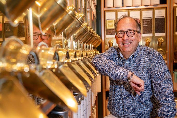Arnold Schlundt Bodien, eigenaar van het filiaal van Simon Levelt in Apeldoorn, is natuurlijk trots op zijn zaak. Maar hij voelt zich wat ongemakkelijk met zijn succes terwijl collega-ondernemers zo zwaar onder corona lijden.