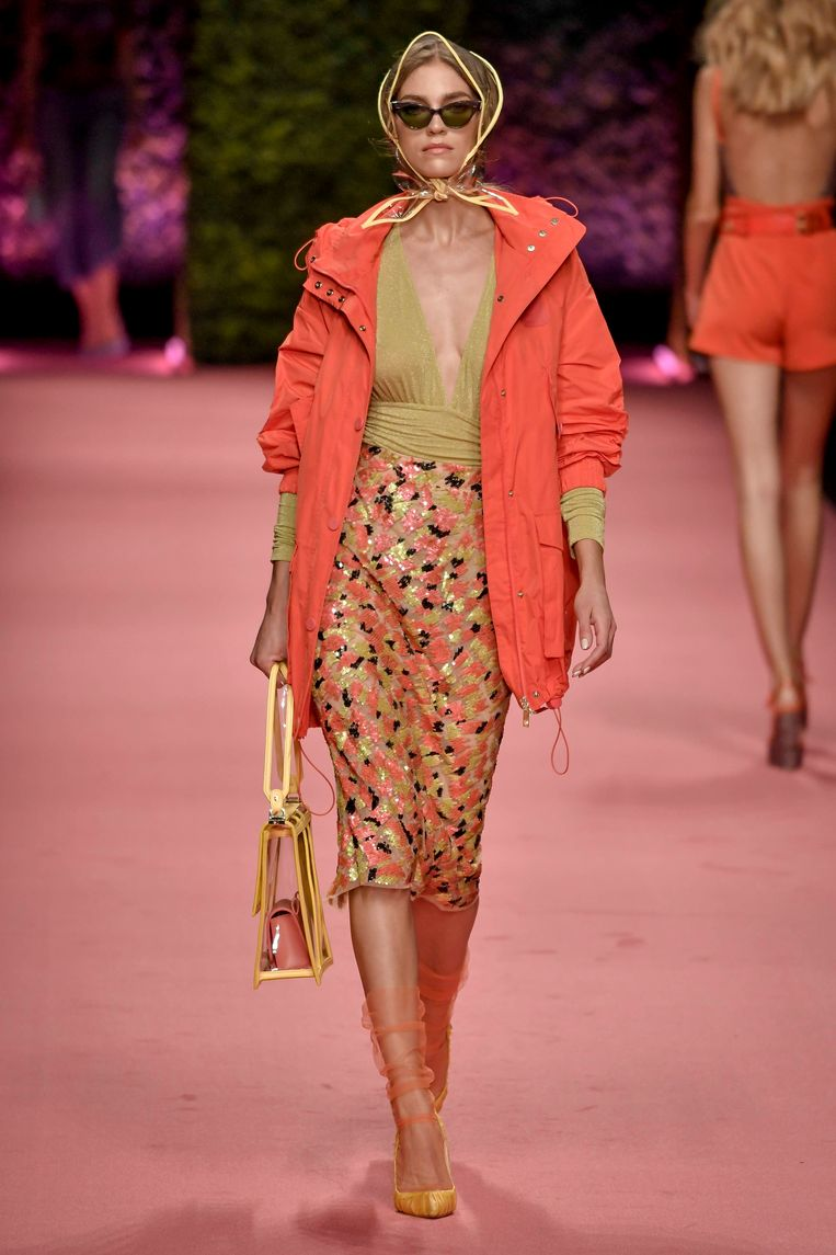 De Milaan Fashion Week, waarop deze modellen de lentecollectie tentoonstellen, is nog tot morgen bezig. Beeld Photo News
