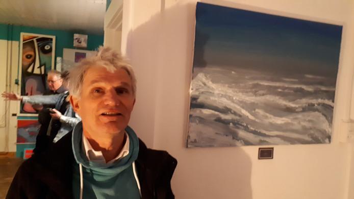 Marc Cardon bij een zeegezicht in ATELIER8A