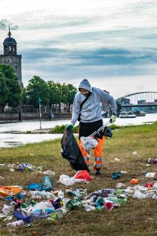 Met mooi weer wordt de IJssel een openbare vuilstort: 'Hoe zijn die jongeren opgevoed?'