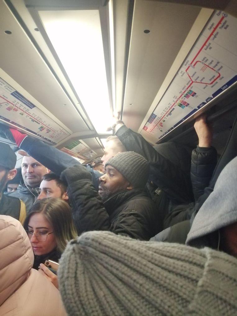 De metro's in Londen zaten deze ochtend nog altijd overvol.