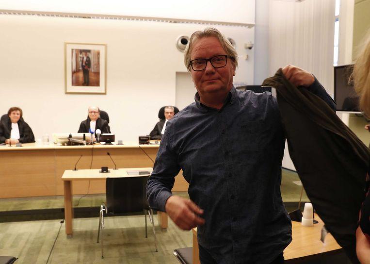 NOS-verslaggever Robert Bas in de rechtbank waar de raadkamer uitspraak doet in de gijzelingskwestie.  Beeld null
