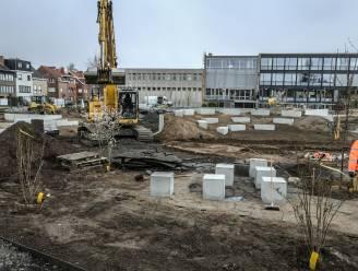 Nog even aftellen en leerlingen en buurtbewoners Sint-Amandsbasisschool Zuid nemen groene speelplaats in gebruik