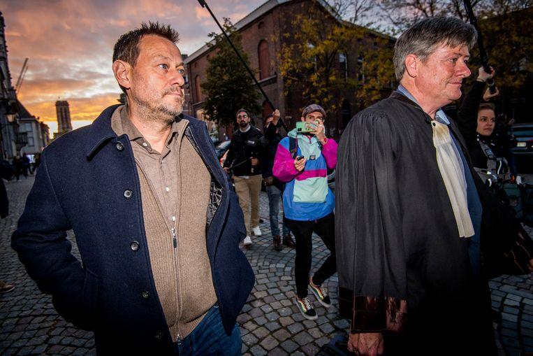 Bart De Pauw bij het verlaten van de rechtbank vanavond. Beeld BELGA