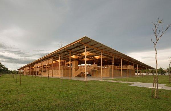 Schoolcomplex aan de rand van Braziliaans regenwoud is 's werelds 'beste nieuwe gebouw'
