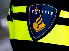 Verwarde man gooit totale huisraad op straat in Schiedam