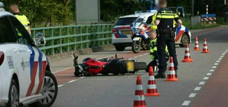 Voetganger met spoed naar ziekenhuis na aanrijding met motorrijder in De Lutte