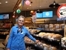 Bella (66) werkte vijftig jaar bij 'haar' supermarkt: 'Niet lullen maar vullen, zeg ik altijd'