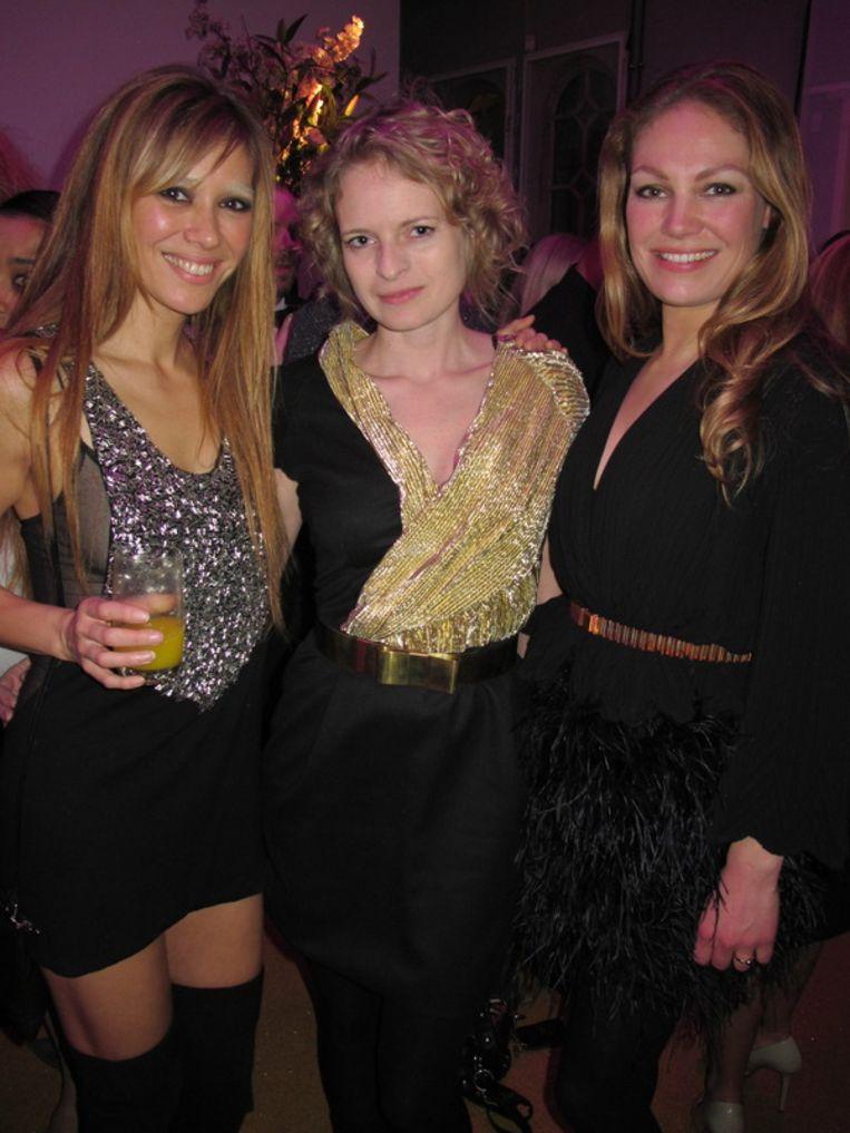 Het glittert, het glanst: vlnr Beertje van Beers, Rosanne van der Meer (directeur modelabel Mattijs) en Eva Hoeke (hoofdredacteur Jackie). <br /><br /> Beeld null