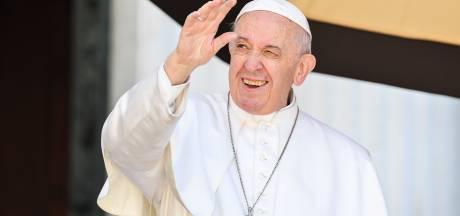 Op bezoek bij de paus? Kus zijn ring liever niet