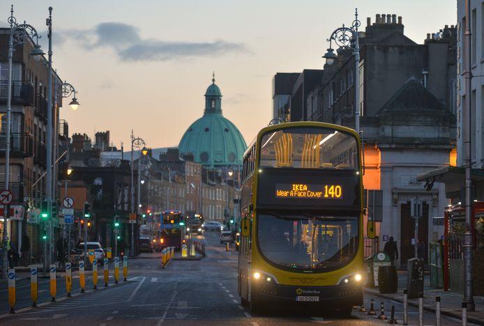 Draag een mondkapje is de dringende boodschap op bussen in Ierland.