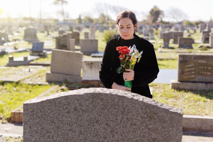 Jonge weduwen komen er ook financieel alleen voor te staan, met vaak onverwachte consequenties. (Foto ter illustratie.)