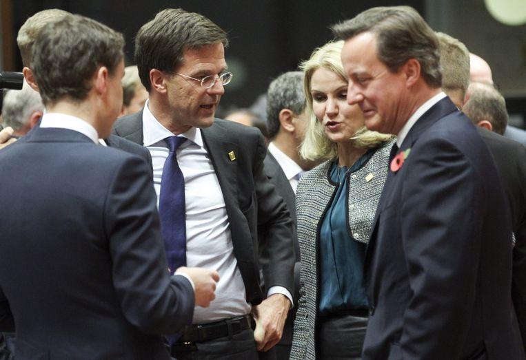 Rutte en zijn Britse ambtgenoot David Cameron (rechts). Beeld epa