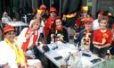 Aanwezige fans op het terras van De Dreef in Vorselaar