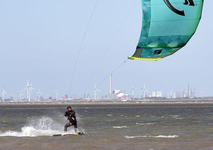 In het weekend is Paul van Vuuren kitesurfer.