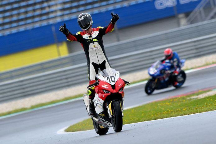 Danny van der Sluis voelde zich met een tweede plaats ook winnaar tijdens de Dutch Superbikes-race op het verregende circuit van Assen.
