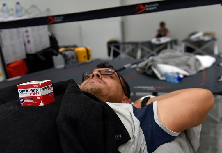 Door de staking van het personeel van Aviapartner op Brussels Airport zijn heel wat reizigers gestrand. Beeld Photo News