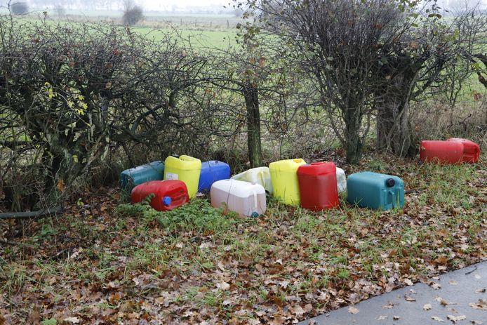 De vaten die in Middelaar zijn aangetroffen.