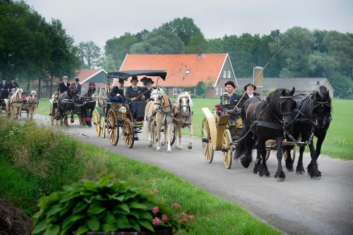 Om de rijtuigen terug te brengen in de authentieke staat hebben de Koets'n en Vrouwleu ontzettend veel geduld nodig.